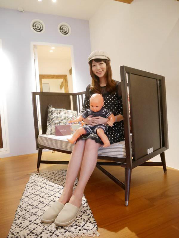 讓寶寶一夜好眠♥ LEVANA美式四合一成長床♥ 【典雅系列】 Charlotte 夏綠蒂