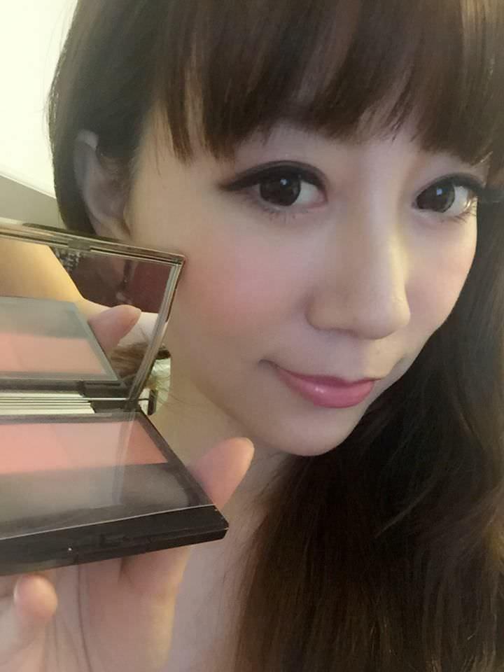 彩妝極短篇♥肌膚之鑰-花漾妍彩餅103♥雙色腮紅讓你輕鬆擁有好氣色(≧∀≦)