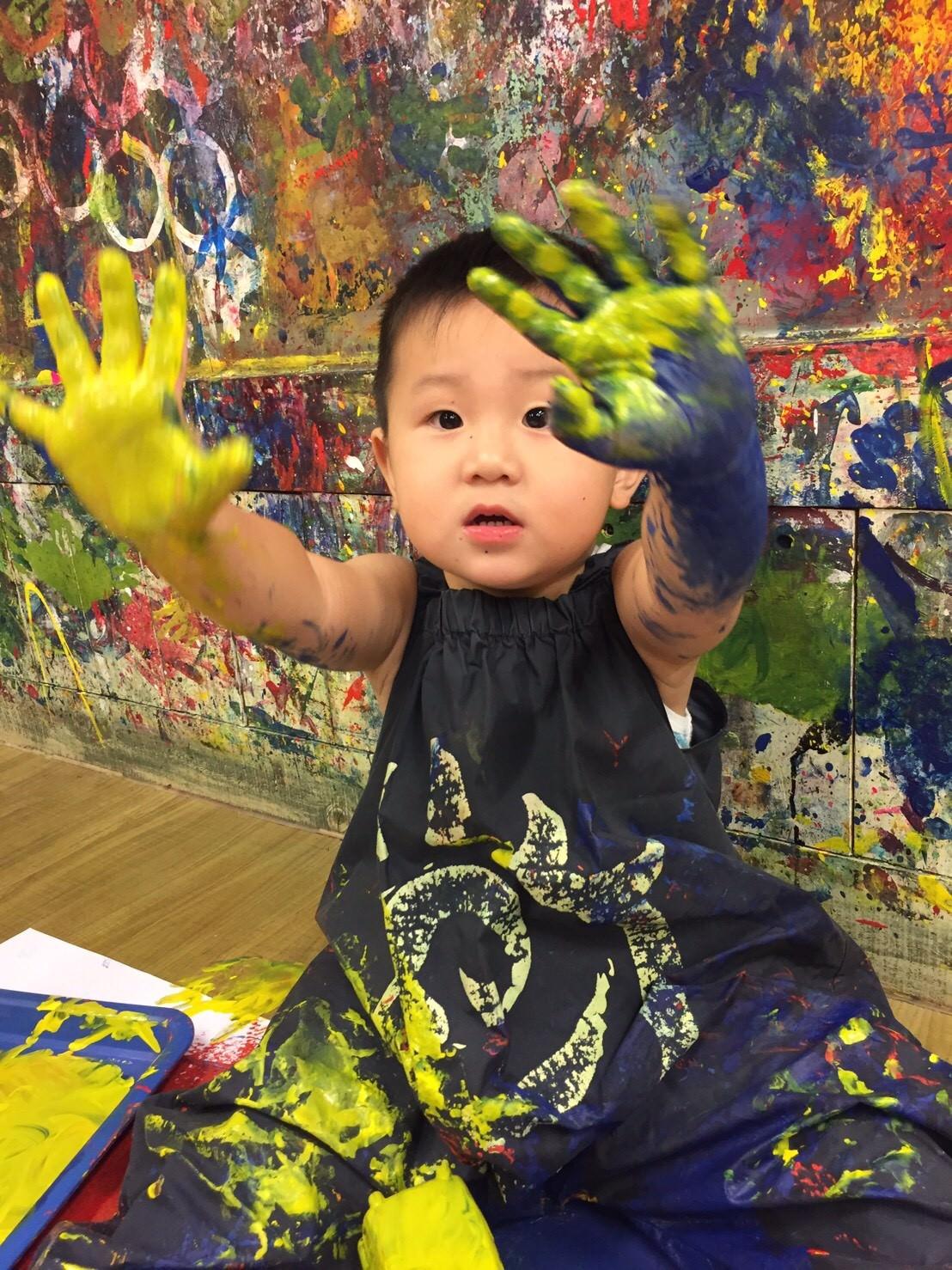 2歲4M寶寶的塗鴉畫畫課❤️ AARON BB上課趣 ❤️大金剛塗鴉遊戲動物園 (≧∇≦)/