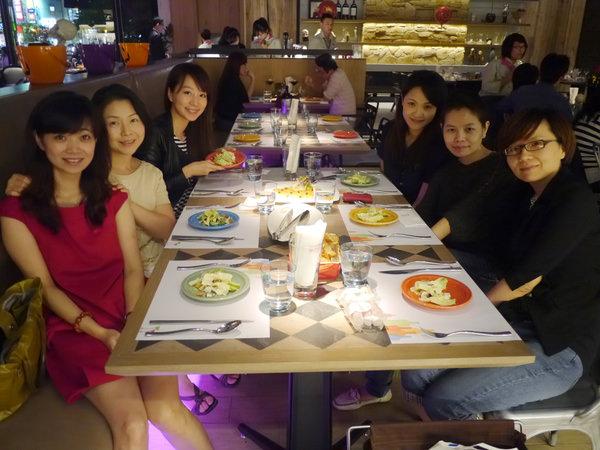 姐妹們的生日聚會♥bistro88義法餐酒館♥萬聖節的死神讓我作噩夢了>////<