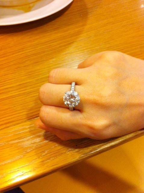 閃亮亮的鑽石真是女生一輩子的好朋友(≧∇≦)/