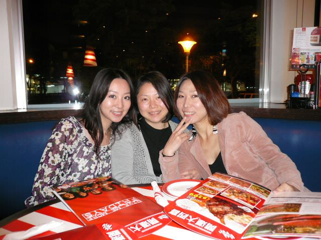 姊妹們的聚會~~ T.G.I  FRiDAY`S 美式餐廳 生日聚會….